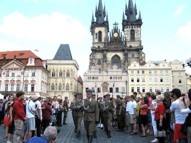 Zdjęcia: Praga, Czechy Środkowe,  parada - idą nasi żołnierze, CZECHY