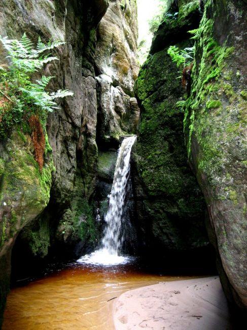 Zdjęcia: Adrspach, Kralowo-Hradecki Kraj, wodospad w Adrspach, CZECHY