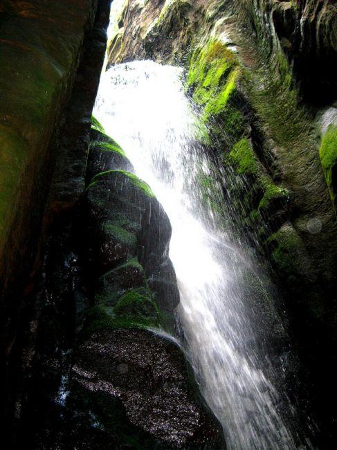 Zdjęcia: Adrspach, Kralowo-Hradecki Kraj, wodospad w jaskini, CZECHY