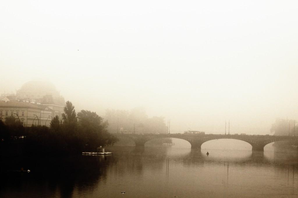Zdjęcia: most Karola, Praga, poranek widziany z mostu Karola, CZECHY