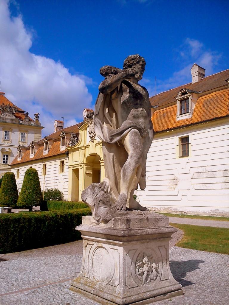 Zdjęcia: Valtice, Morawy, Przed zamkiem Valtice, CZECHY
