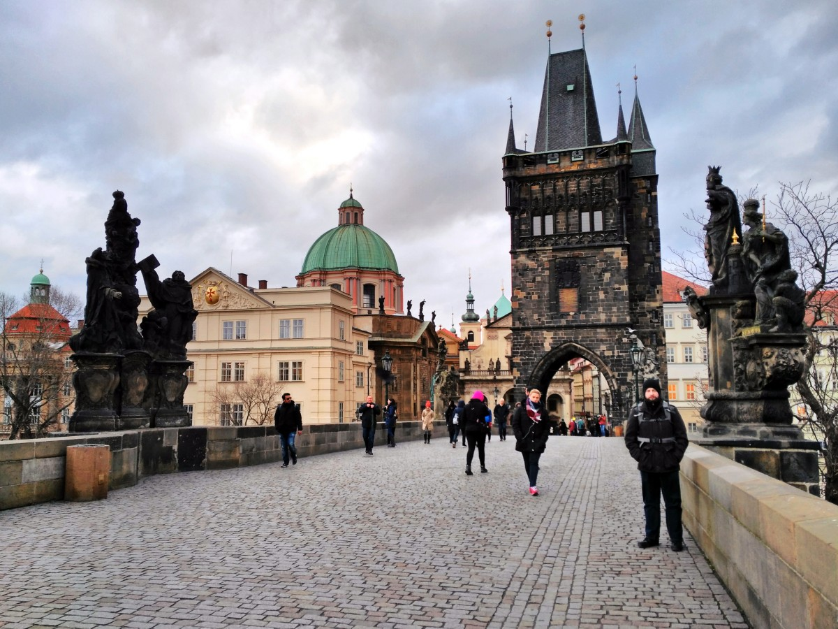 Zdjęcia: Most Karola, Praga, Pochmurny most, CZECHY