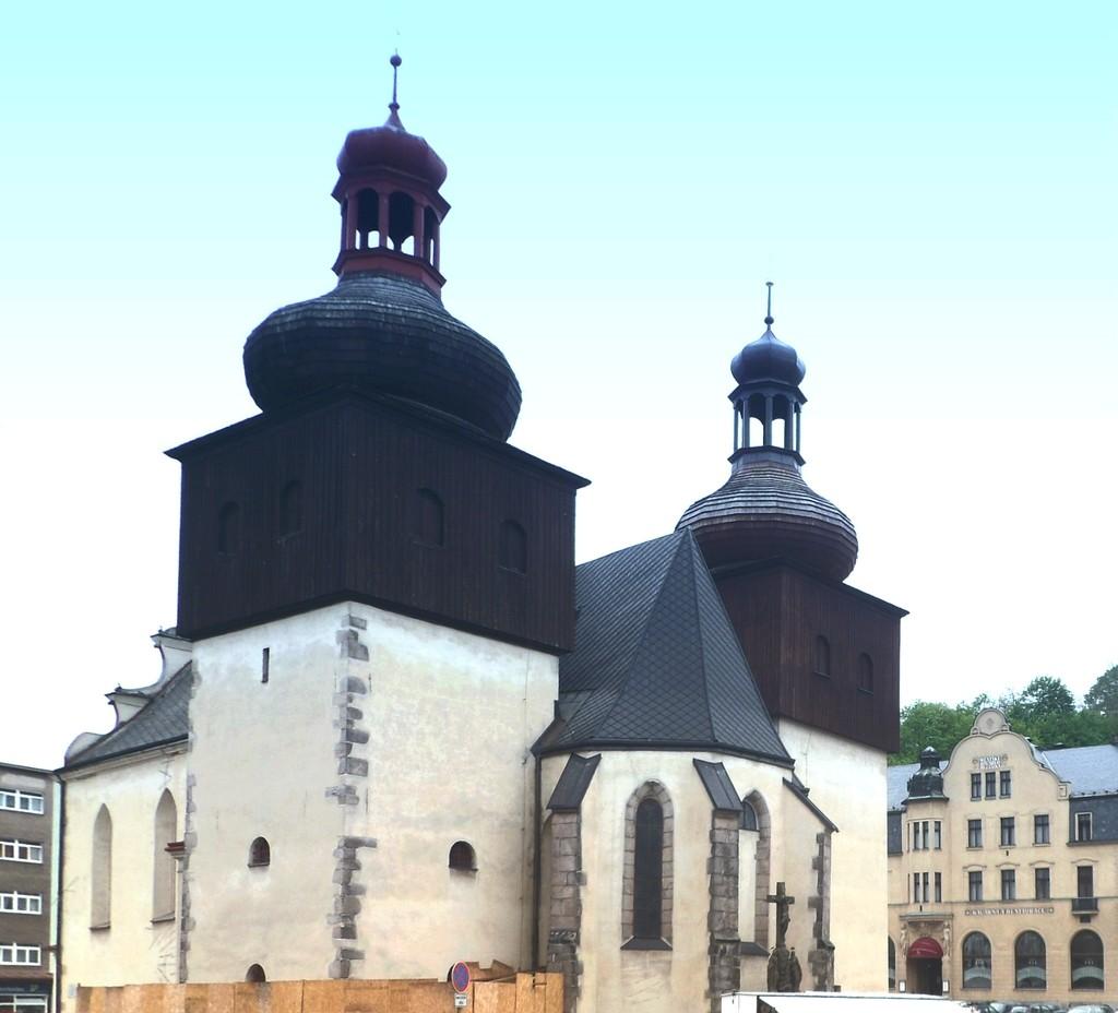 Zdjęcia: Nachod, Kraj Hradecki, Kościół Św. Wawrzyńca z 14. stulecia, w rynku., CZECHY
