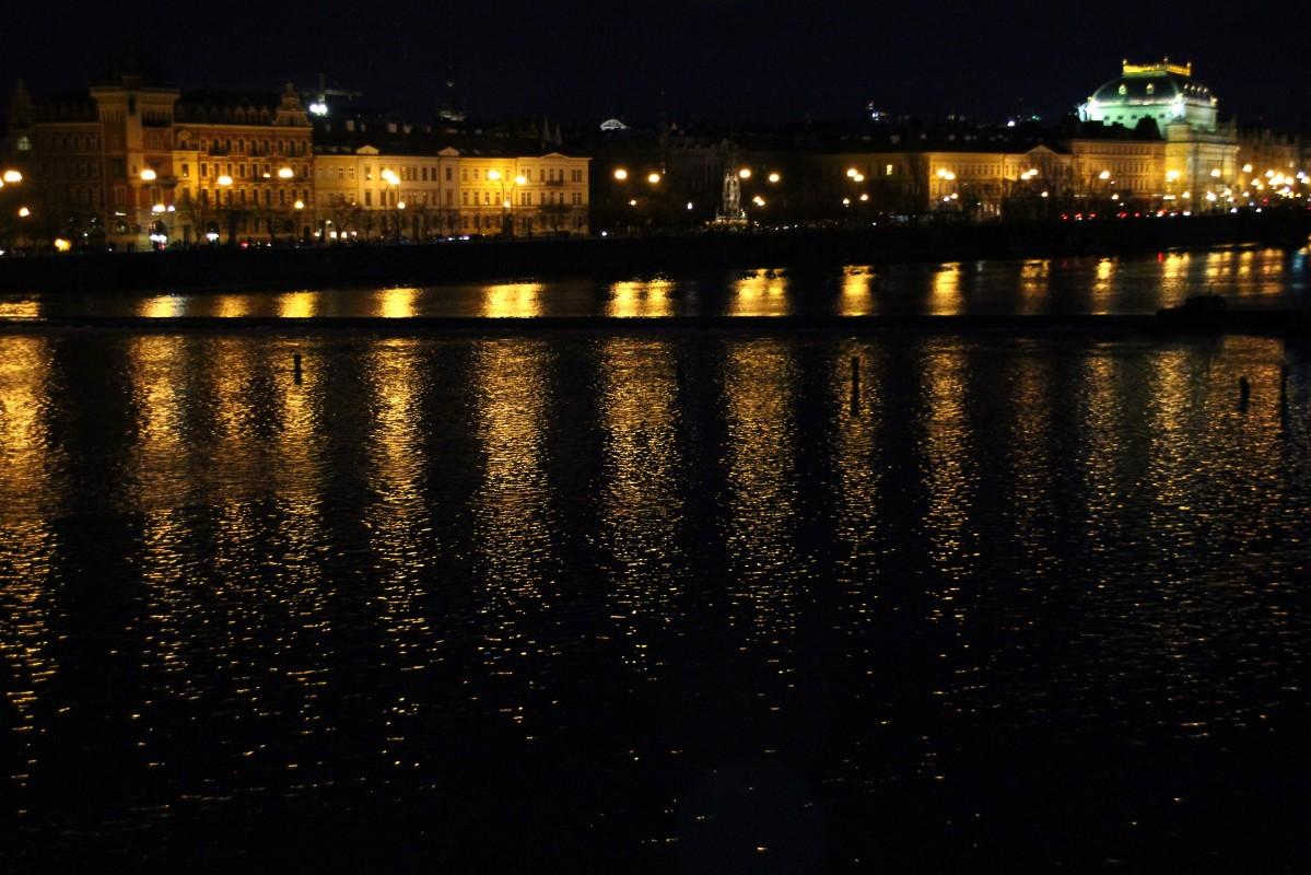 Zdjęcia: Praga, Zachodnie Czechy, Światełka na Wełtawie, CZECHY