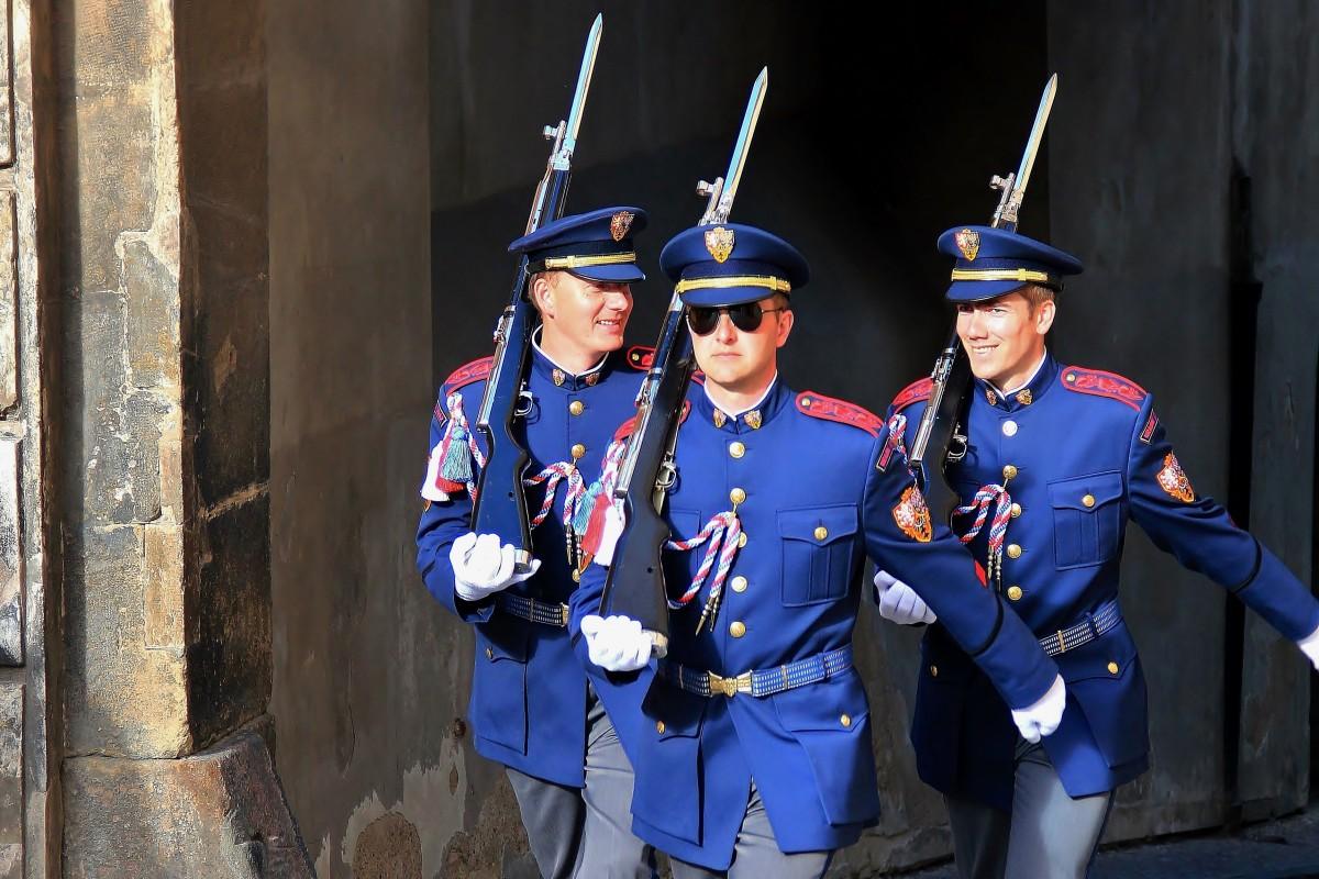 Zdjęcia: Hradczany, Praga, Zmiana warty w dobrym humorze, CZECHY