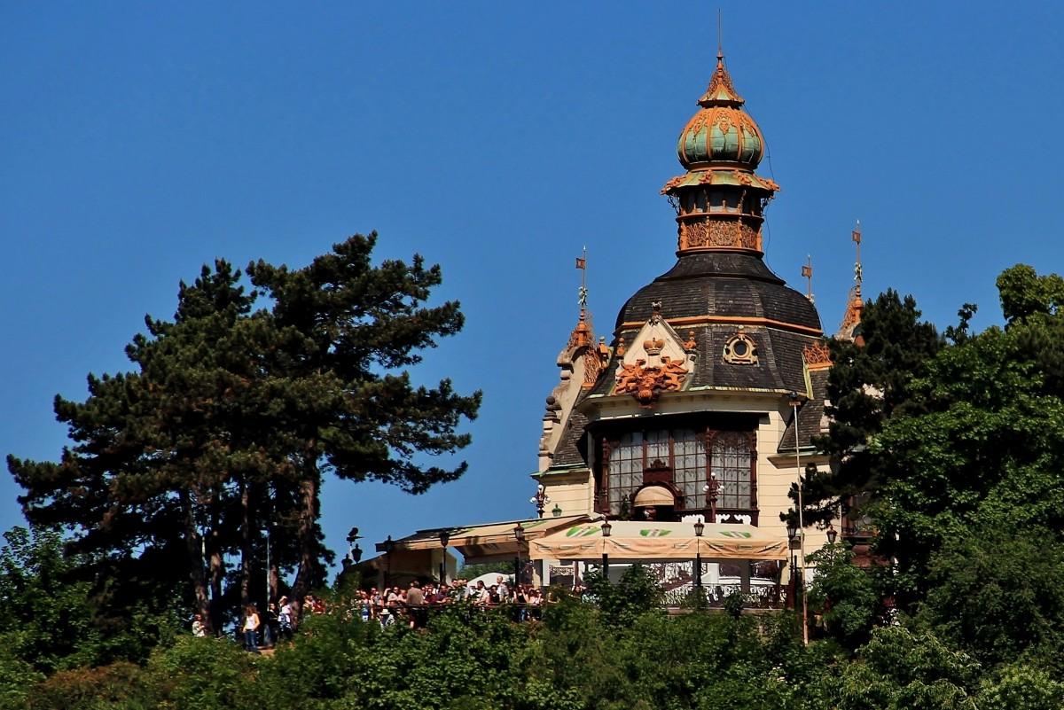 Zdjęcia: wzgórze Letna, Praga, Ukryty na wzgórzu Hanavsky Pavilon, CZECHY