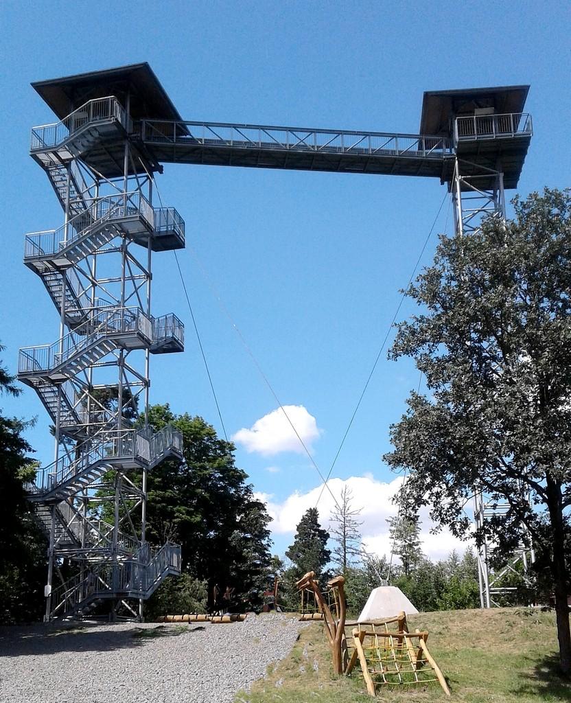 Zdjęcia: Mesto Albrechtice, Śląsk Opawski, Wieża widokowa Graniczny Wierch, CZECHY