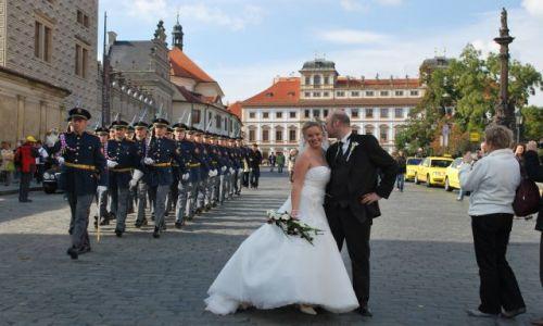 Zdjecie CZECHY / - / Praga-Hradczany / Czyżby chcieli dołączyć do mundurowych???