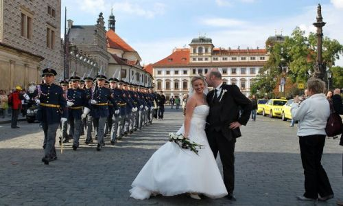 Zdjecie CZECHY / - / Praga-Hradczany / Czyżby wolał do armii??..