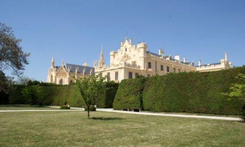 Zdjęcie CZECHY / Morawy Południowe / Lednice / Zamek w Lednicach i ogród
