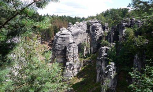 Zdjęcie CZECHY / Czeski Raj / Prachowskie Skały / skalne miasto