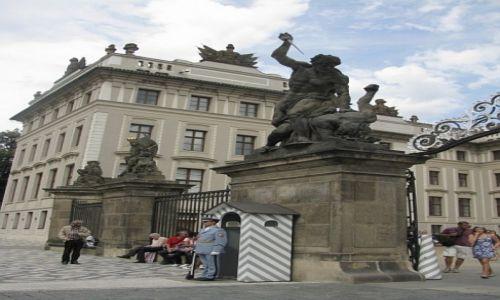 Zdjecie CZECHY / Praga / Praga / Hradczany - I Dziedziniec