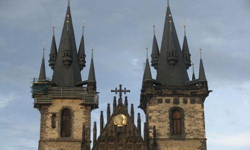 Zdjecie CZECHY / Praga / Praga / rynek Staromiejski - kościół Matki Bożej przed Tynem