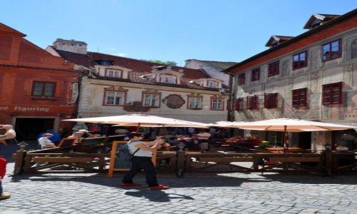 Zdjęcie CZECHY / Czeski Krumlow / Czeski Krumlow / w miasteczku każda kamieniczka  innej piekniósci