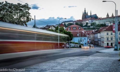 CZECHY / Praga / Praga / Pędzący tramwaj