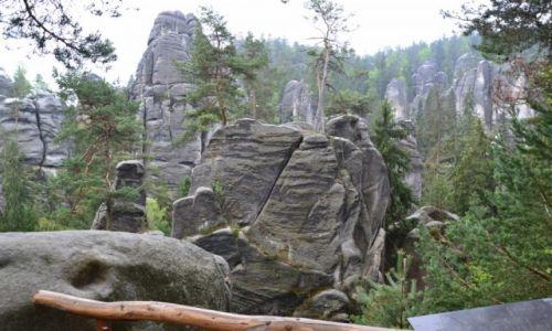 Zdjecie CZECHY / skalne miasto / góry stołowe / skałki