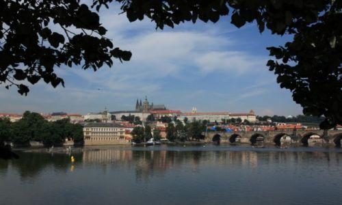 CZECHY / Praga / Nad Wełtawą / Widok na Most Karola