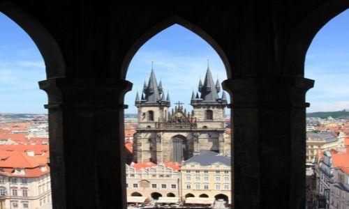 Zdjęcie CZECHY / Praga / Ratusz Staromiejski / Wieżyczki z wieży
