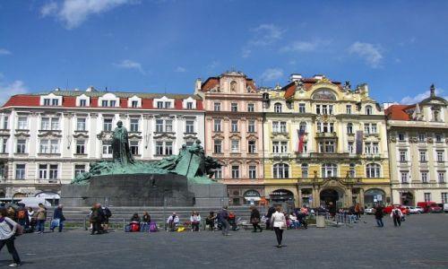 Zdjecie CZECHY / Praga / Rynek Staromiejski / pomnik Jana Husa
