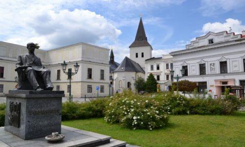 Zdjęcie CZECHY / Śląsk Cieszyński / Karwina - Frysztat / Pomnik Masaryka przed pałacem Frysztackim