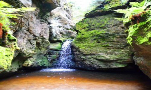 Zdjęcie CZECHY / Kraj Hradecki / Adrspach / Mały wodospad