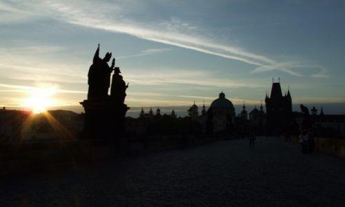 Zdjecie CZECHY / . / Praga / Most Karola o świcie