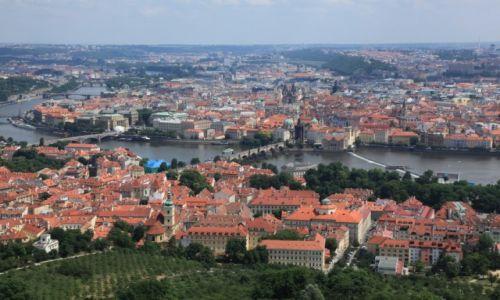 Zdjęcie CZECHY / Praga /  Wzgórze Petřín / Dwa brzegi Wełtawy