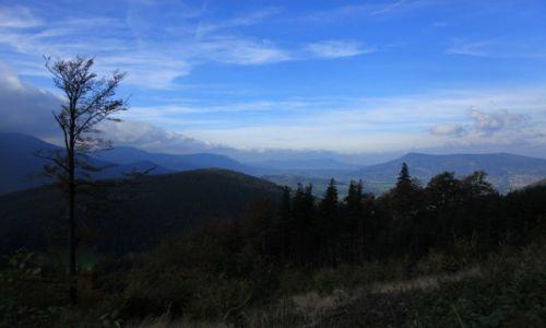 Zdjęcie CZECHY / Morawy / W drodze na Łysą Górę / Słońce w dolinie