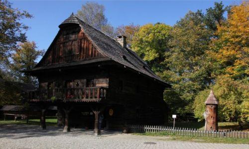 Zdjęcie CZECHY / Morawy / Rożnov, Muzeum Wołoskie / Rożnowski ratusz