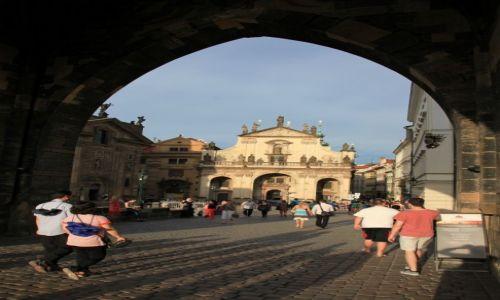 Zdjęcie CZECHY / Praga / Most Karola / Prosto z mostu