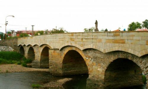Zdjecie CZECHY / Morawy / Średniowieczny most na Morawce w Litovelu  / Litovel