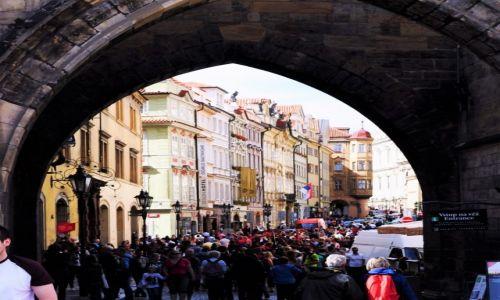 Zdjecie CZECHY / Praga / Praga / Turyści na Pras