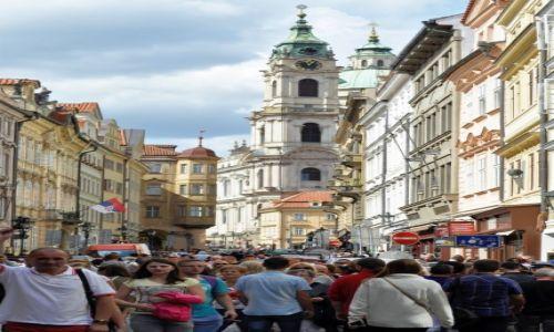 Zdjecie CZECHY / Praga / Praga / Turyści na Praskiej Starówce.