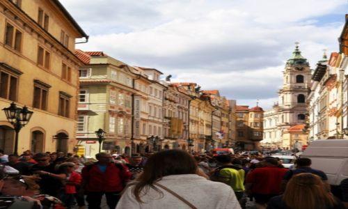 Zdjecie CZECHY / Praga / Praga / Turyści na Praskiej  Starówce