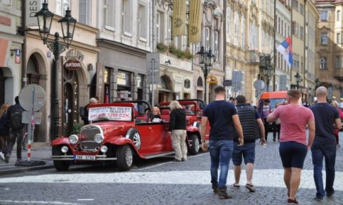 Zdjecie CZECHY / - / Praga  / Praga- autka dla turystów