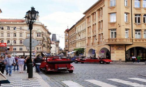 Zdjecie CZECHY / - / Praga / Praga autka dla turystów