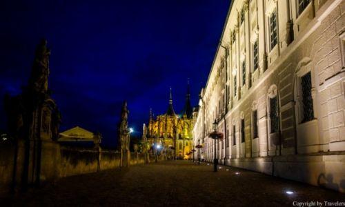 Zdjęcie CZECHY / Kraj Środkowoczeski / Kutna Hora / Kościół św Barbary w nocnej odsłonie
