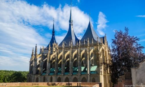 Zdjęcie CZECHY / Kraj Środkowoczeski / Kutna Hora / Kościół św Barbary widziany od strony klasztoru Jezuickiego