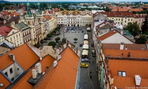 Zdjęcie CZECHY / Kraj Pardubicki / Pardubice / Rynek wraz z ratuszem