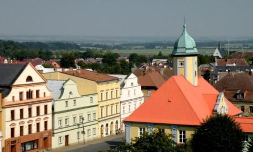 Zdjęcie CZECHY / Kraj Ołomuniecki / Javornik / Widok na rynek i ratusz, ze wzgórza zamkowego.