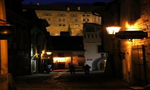 Zdjęcie CZECHY / Południowe Czechy / Czeski Krumlov / Nocna uliczka