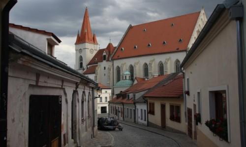 Zdjęcie CZECHY / Południowe Czechy / Znojmo / Uliczka przed burzą