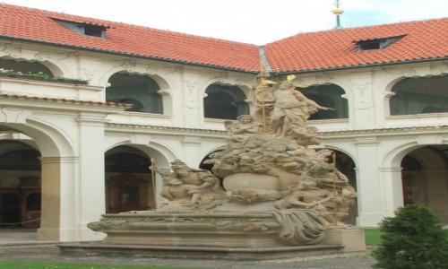 Zdjęcie CZECHY / - / Praga / Na dziedzińcu praskiej Lorety