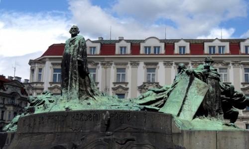 Zdjęcie CZECHY / Kraj środkowo czeski / Praga / Pomnik Jana Husa, reformatora.