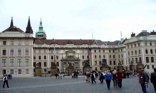 Zdjecie CZECHY / Kraj Środkowo Czeski / Praga / Przed pałacem na Hradcanach