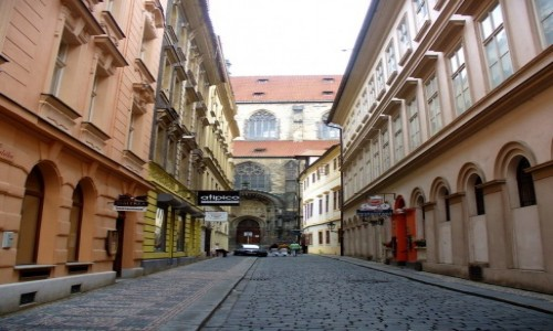 CZECHY / Kraj Środkowo Czeski / Praga / Uliczka w pobliżu rynku