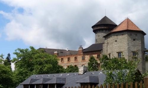 Zdjęcie CZECHY / Morawy Północne / Sovinec / Zamek z zabudowaniami