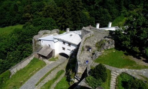 Zdjęcie CZECHY / Morawy Północne / Sovinec / Brama zamkowa, widok z wieży zamkowej.