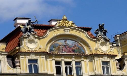 Zdjęcie CZECHY / Kraj Środkowo Czeski / Praga / Warto czasem popatrzeć w górę.