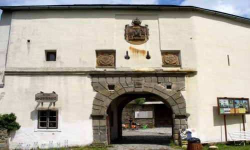 Zdjecie CZECHY / Morawy Północne / Sovinec / Brama wejściowa do zamku